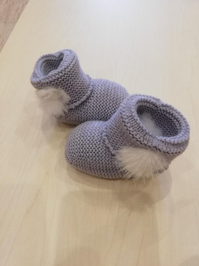 patuco gris pompon