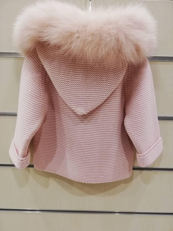 Abrigo pangasa rosa empolvado
